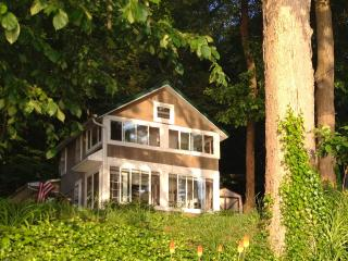 Sunnyside Lakefront Cottage - Findley Lake vacation rentals
