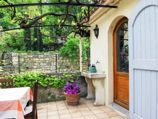 Charming Provence apartment with a spacious terrac - Alpes de Haute-Provence vacation rentals