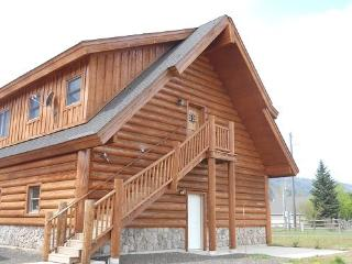 Lovely log Cabin with Lake access, lake views from the deck, horseshoe pit and volleyball will keep everyone busy. - Donnelly vacation rentals