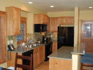 Lovely home with hot tub fully equipped for your vacation in the mountains. - Southwestern Idaho vacation rentals