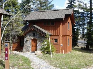 Lovely cottage close to Lodge and lifts with hot tub. - Southwestern Idaho vacation rentals