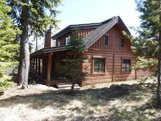 Lovely Chalet walking distance to Lodge and Osprey Meadows golf course, relax and enjoy this home in your hot tub. - Donnelly vacation rentals