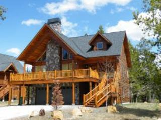 Absolutely adorable in this very large home, fireplace and huge decks for BBQ`s and short distance to beach access. - Donnelly vacation rentals