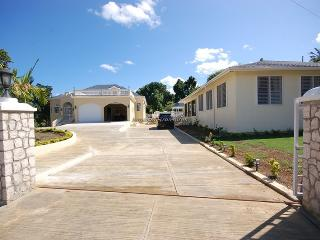 DayO and Day Light Villa, Silver Sands 7BR - Discovery Bay vacation rentals