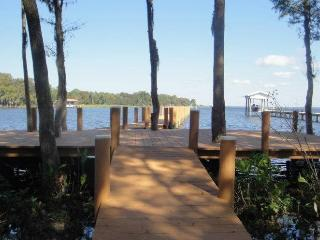 10%OFF/SLEEPS 17/WATERFRONT/ PRIVATE LOT 6bed,2Doc - Palatka vacation rentals