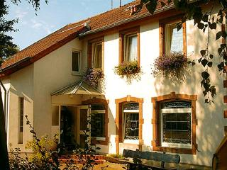 Guest Room in Wallerfangen - 388 sqft, max. 2 persons (# 8462) - Wallerfangen vacation rentals