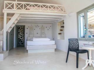 A Shade of White for 2 to 4 Guests! - Emporio vacation rentals