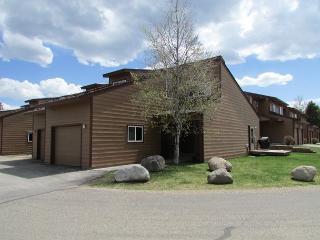 Comfortable Aspen Village Condo with amenities - McCall vacation rentals