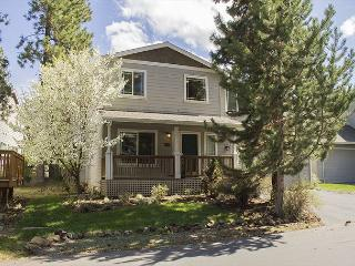 A wonderful four bedroom home surrounded by Ponderosa and walking trials, - Bend vacation rentals