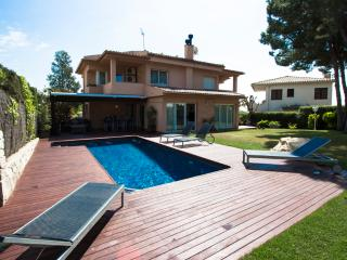 Beautiful and modern 3-bedroom villa in Creixell, only 4km to the beach! - Costa Dorada vacation rentals