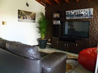 FOUR BEDROOM SPACIOUS HOUSE IN LAURELES - Medellin vacation rentals