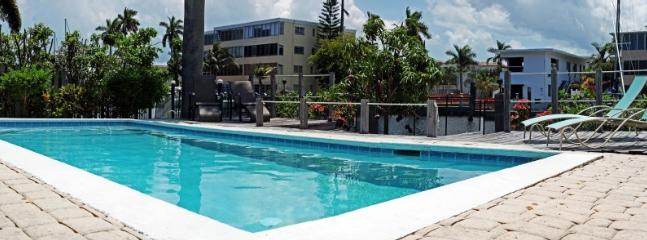 Waterfront, prime location,dock space, heated pool - Image 1 - Fort Lauderdale - rentals