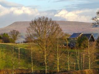 PARC, secluded cottage, off road parking, garden, in Llyswen, Ref 918623 - Mid Wales vacation rentals