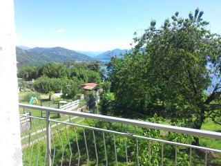 Casa  con vista lago e giardino - Piedmont vacation rentals