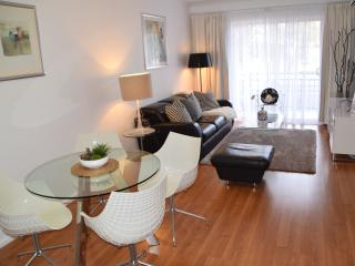 City 3BR, free WiFi, free parking - Adelaide vacation rentals