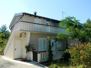 Apartment Giovanni Vir for 4 with AC - Privlaka vacation rentals