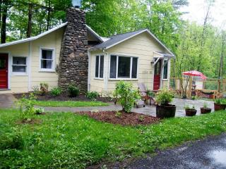 Cozy Woodstock Cottage - Walk To Town & Millstream - Woodstock vacation rentals