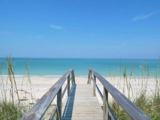 Charming Siesta Key Condo, Walk to Beach, Pool - New York City vacation rentals