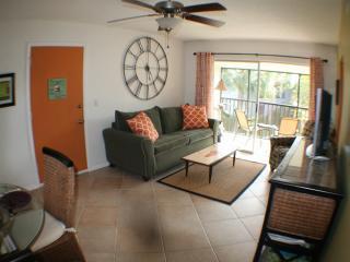 Charming Siesta Key Condo, Walk to Beach, Pool - Siesta Key vacation rentals