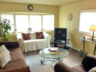 2BR COUNTRY COTTAGE Vancouver Zoo + Fort Langley - Maple Ridge vacation rentals
