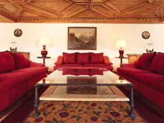 Luxury 3-bedroom Apartment in the Town Center - Saint Moritz vacation rentals