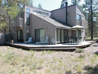 Klamath 26 Centrally located in the heart of Sunriver. - Sunriver vacation rentals