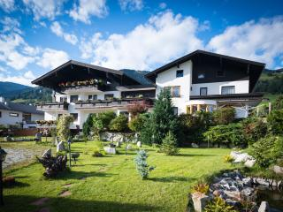 Nice Apartment with balcony and mountain view. - Uttendorf vacation rentals