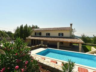 VILLA ANTOANA(125-290) - Foli vacation rentals