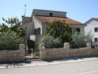LAKOVIC(672-6005) - Porec vacation rentals
