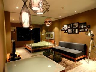 URBAN RETREAT - Perfect Location & SUNSET VIEWS - Manila vacation rentals