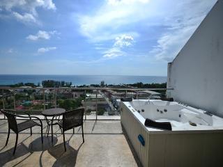 SPACIOUS AND BEAUTIFUL PENTHOUSE (A2) - Karon vacation rentals