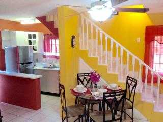 Lovely Ocho Rios 1BR Duplex - FREE Wifi/Cable/24-H - Ocho Rios vacation rentals