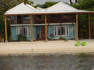 Toucan Blue with the beach at your doorstep - Roatan vacation rentals