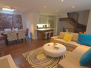 Family Friendly - 4BR 3BA House! - Toronto vacation rentals