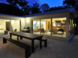 Wow! Glass walled design bungalow - Austin vacation rentals