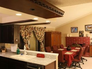 10 Min from The Strip, McCarren Airport in a Safe - Las Vegas vacation rentals