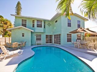 Venice Florida Rialto Mansion, 6 Bedrooms, Sleeps 16, HDTV, Heated Pool, Wifi - Venice vacation rentals