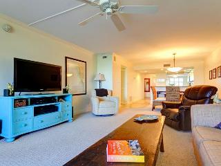 Siesta Key Gulf and Bay Club 305C Building, 3 pools, fitness room, spa, wifi - Siesta Key vacation rentals