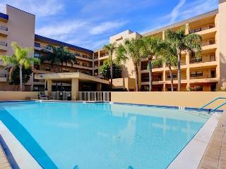 Siesta Key Gulf and Bay 204C Beach Front, 3 pools, fitness room, spa, wifi - Siesta Key vacation rentals
