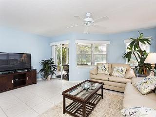 Gulf & Bay Club: Bayside, 2 Bedrooms, Ground Floor, 2 pools, gym, tennis - Siesta Key vacation rentals