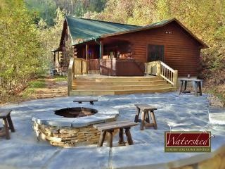 Call of the Wild - Custom patio with hot tub, fire piut - Bryson City vacation rentals