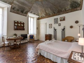 Luxury Lake View Apartment in Historic Palazzo - Tremezzo vacation rentals
