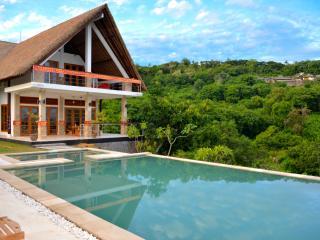 Villa Sianti: new luxury villa with amazing views! - Lovina vacation rentals