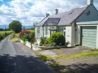 WEST WINDS, pet friendly, country holiday cottage, with a garden in Torthorwald, Ref 4394 - Dumfries & Galloway vacation rentals