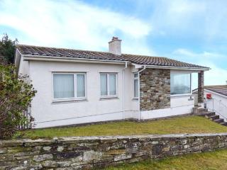 GODOLPHIN, detached bungalow with sea views, open fire, enclosed garden, ideal for surfers, in Polzeath, Ref 918894 - Polzeath vacation rentals
