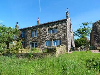 ELMET FARMHOUSE, stone-built, woodburner, stylish accommodation, near Hebden Bridge, Ref 918960 - Pecket Well vacation rentals