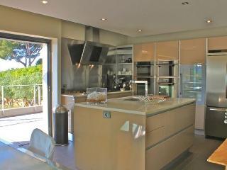 LUXURY VILLA LA CROIX VALMER SEAVIEW - 30 M FROM T - Cote d'Azur- French Riviera vacation rentals