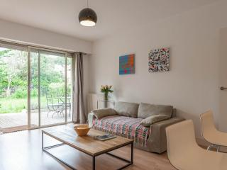 Antibes holiday apartment with private garden - Antibes vacation rentals