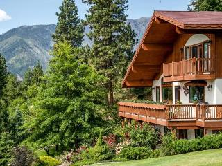 Intimate & Romantic NEW Bed & Breakfast 1.5 Miles - Leavenworth vacation rentals