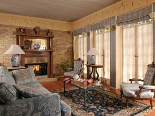 BandB Riverwalk :: Carriage House Downstairs - South Texas Plains vacation rentals